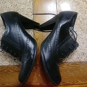 American Eagle Solid black booties size 11